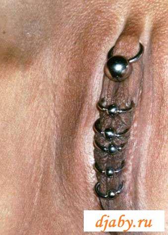 Подборка раздетых дев с вставленными кольцами в пизде (25 фото эротики)