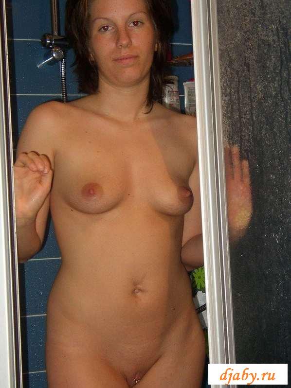 Обнаженная женщина с украшением в клиторе (24 фото эротики)