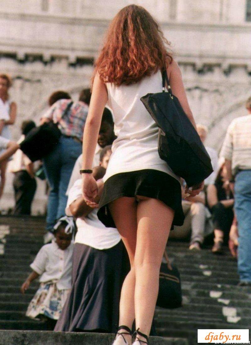 Неосторожные красотки в коротких юбках