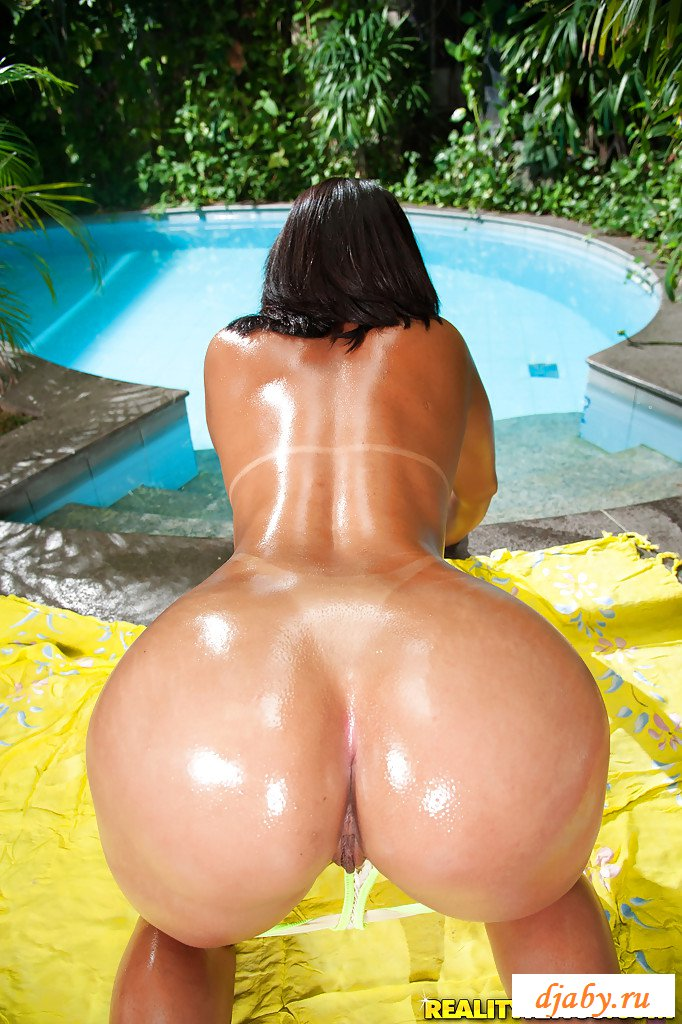 nude-oily-latinas