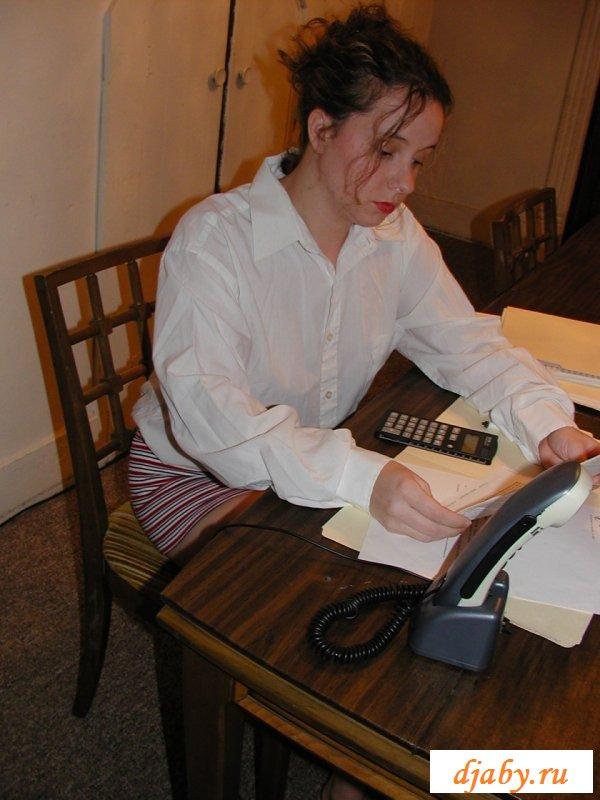 Подсматривание за голой писюлькой под юбкой дамы