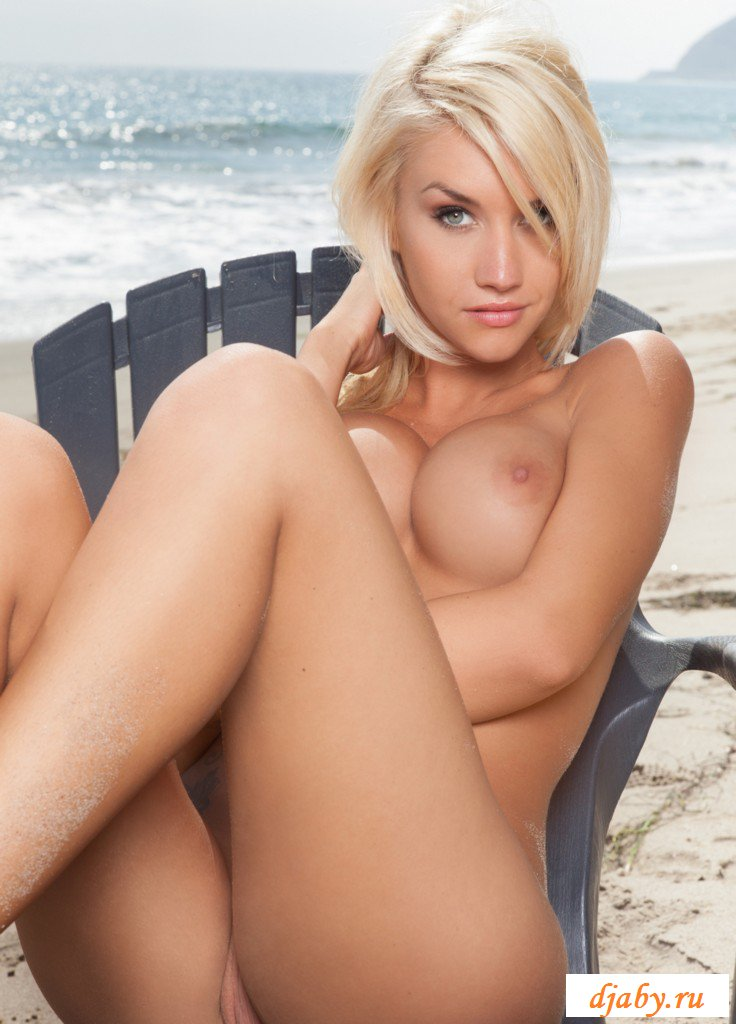 nude-blondes-in-action