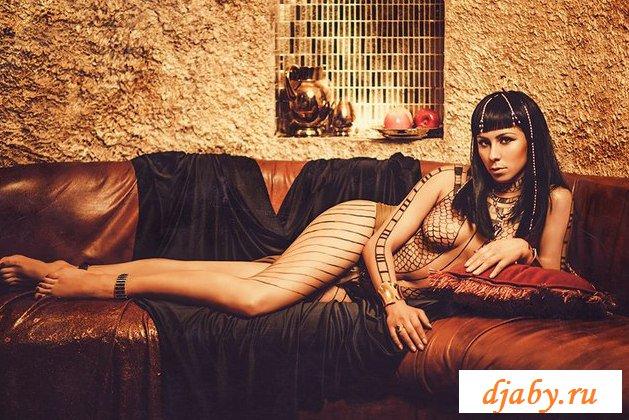 Эротика царицы из Каира с хорошими формами груди (21 фото)