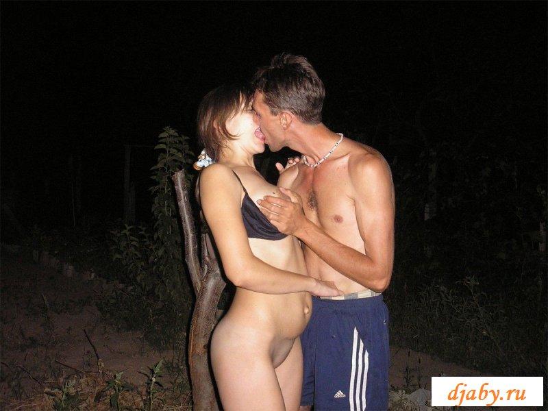 Незабываемый и ласковый секс на улице с худенькой сучкой
