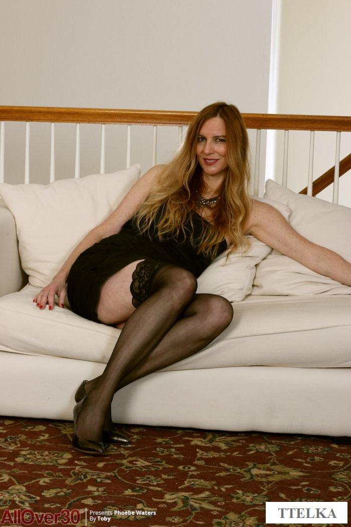 Эротика привлекательной зрелой женщины в домашней обстановке