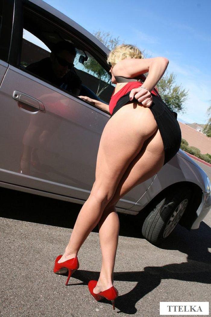 Снял обнаженную проститутку и отвез ее к себе домой