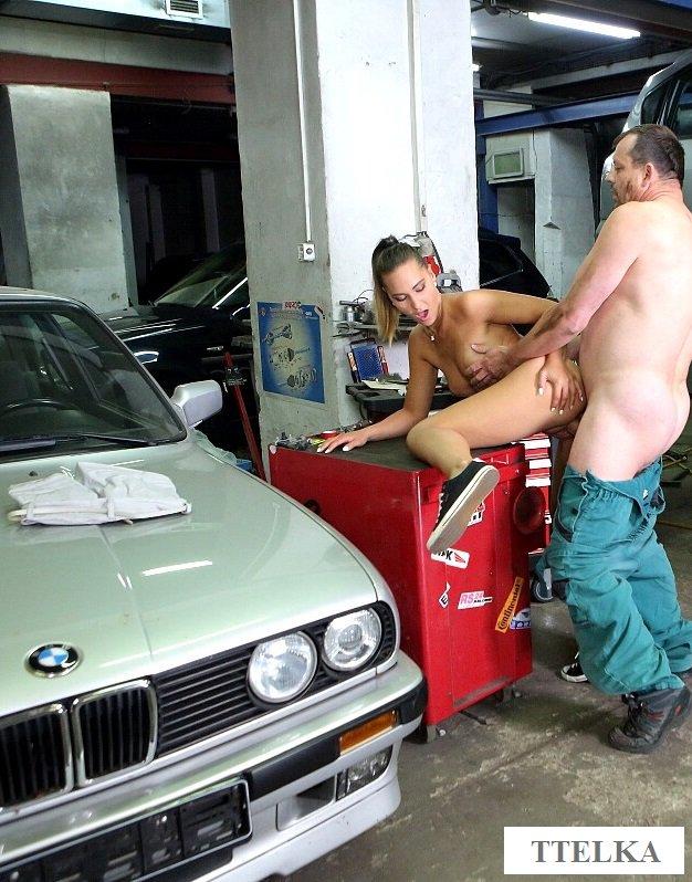 Секс телки в автомастерской